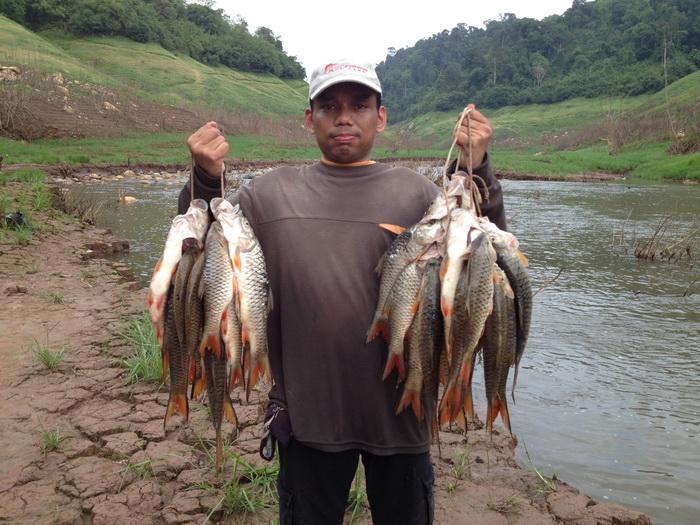การตกปลาแบบ ตีเหยื่อปลอม ชายฝั่งทะเล โขดหิน Shadow
