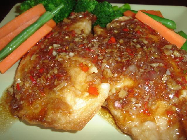 ปลาทอดลาดซอสน้ำมันหอย