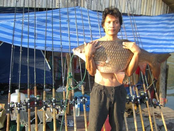 รำลึก  ยี่สกยักษ์เมืองกาญ ปะทะ ทีมงานอดุลย์ปลาควาย