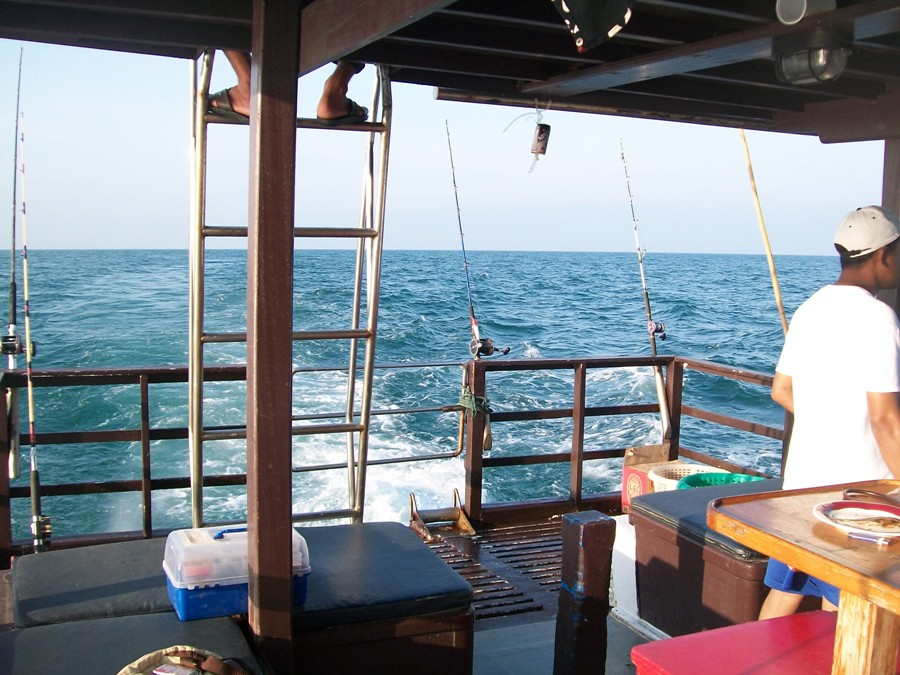 ทริฟสุดมัน กับเรือเพชรงาม ปราณบุรี (สามร้อยยอด)
