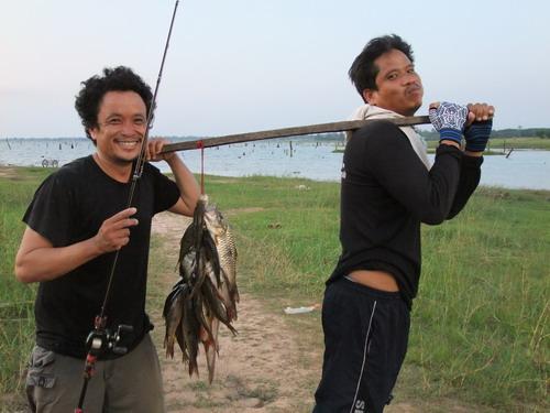 ตกปลา--กินข้าวป่า ที่เขื่อนสิรินธร