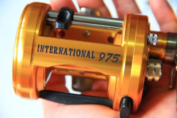 ถามข้อแตกต่างคานยู Penn 975 ตัวไหนรุ่นเก่ากว่าครับ เป็นรุ่นแขนทองทั้งคู่ครับ