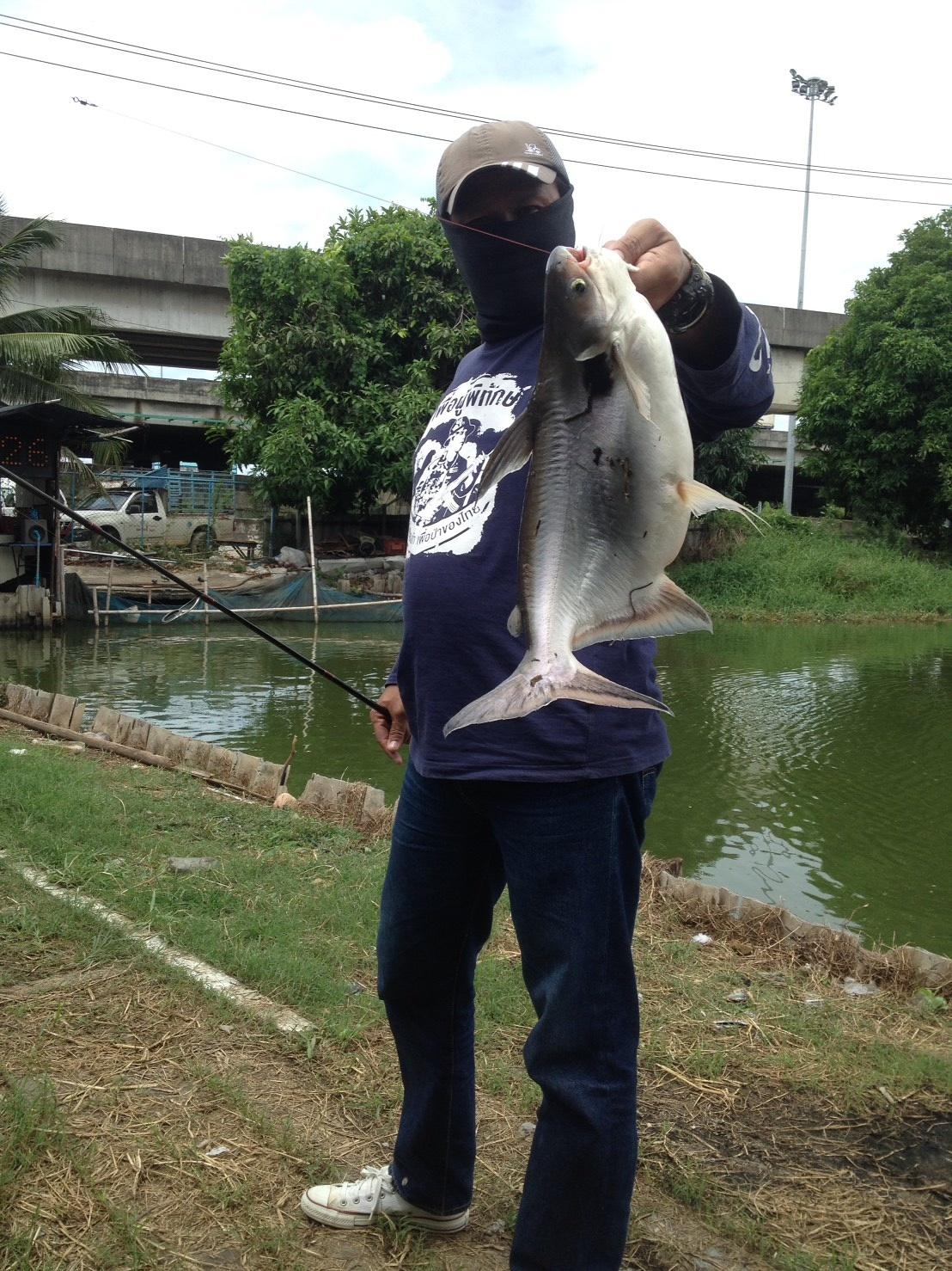 บ่อตกปลา ลุงชาย