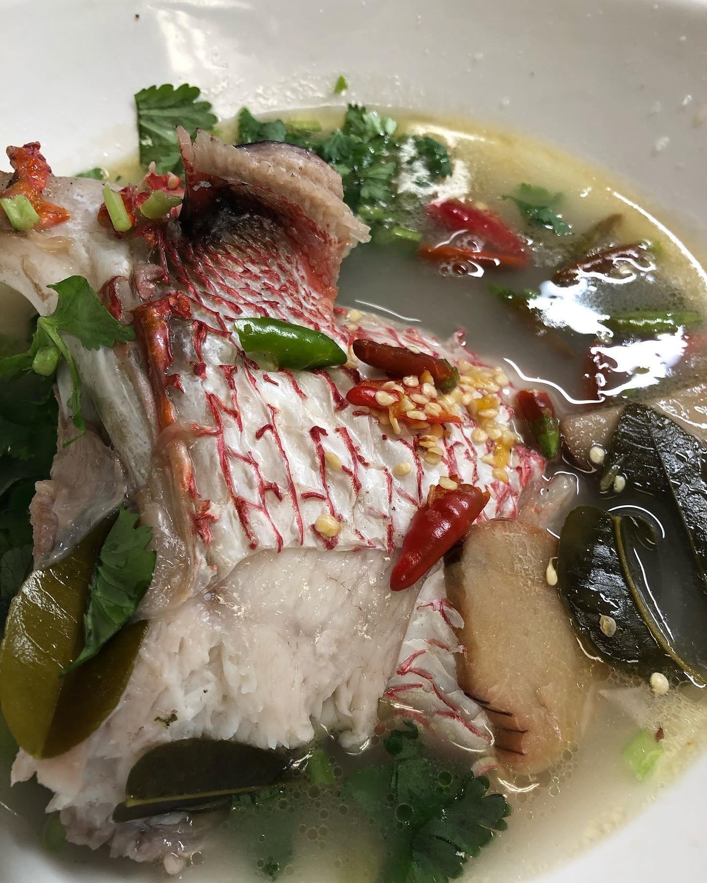 กุ้งกระเทียม หัวปลากะพงแดงต้มยำ